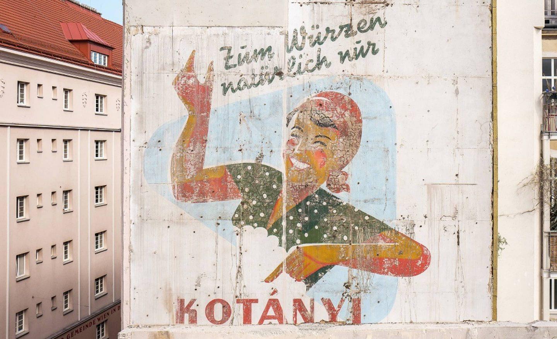 Hausfassade mit ursprünglicher Kotányi Werbung